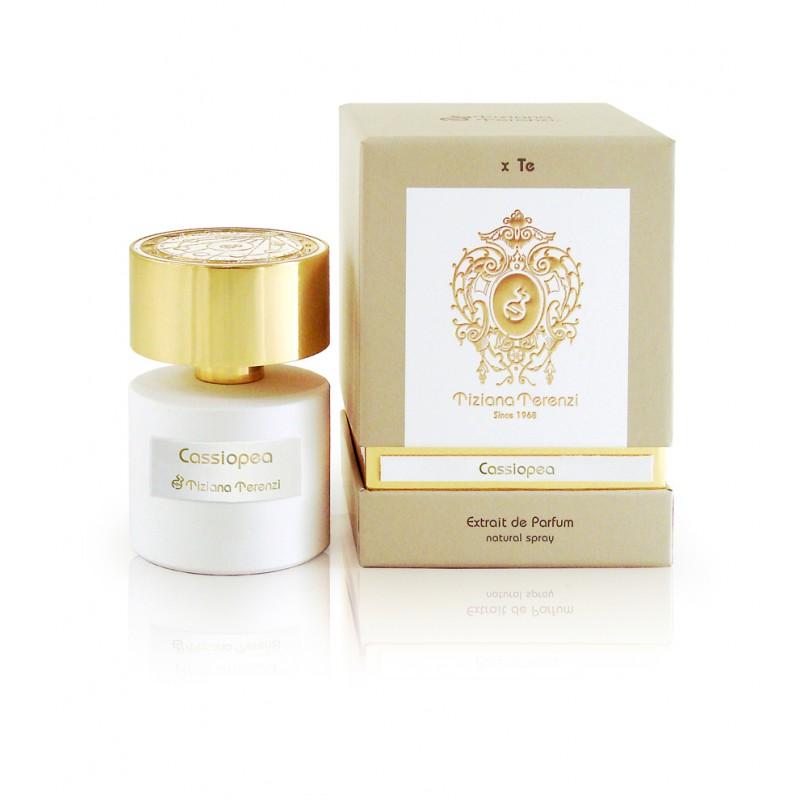 CASSIOPEA niché parfém od Tiziani Terenzi. Obsahuje přírodní esence citronu, konvalinky, čajové růže, karafiátu a pižma.