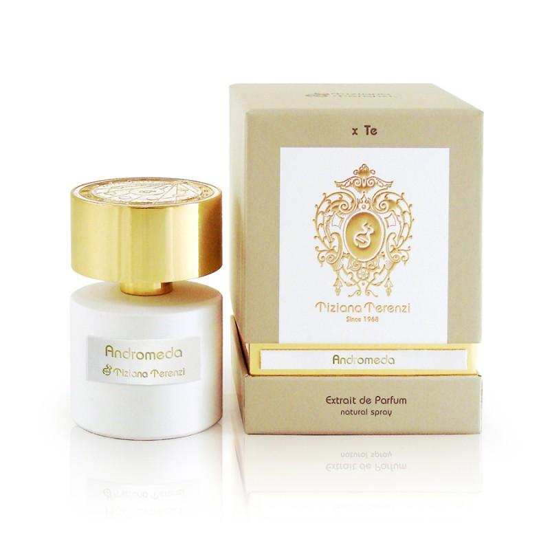 ANDROMEDA niché parfém od Tiziany Terenzi. Obsahuje přírodní esence kokosu, bergamotu, lilie, listů fialky, ebenu a květu hrušky